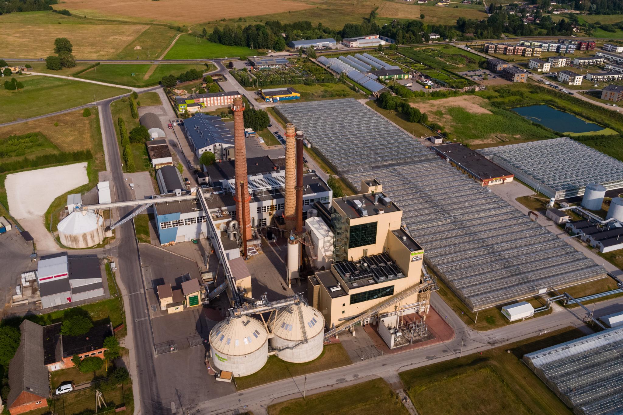 Linnaenergia. Fortumile kuuluv kümneaastane Tartu elektrijaam toodab soojus- ja elektrienergiat hakkepuidust ja turbast.