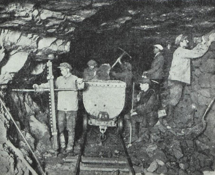 Kaevurid maa-aluses kaevanduses 1930ndatel.