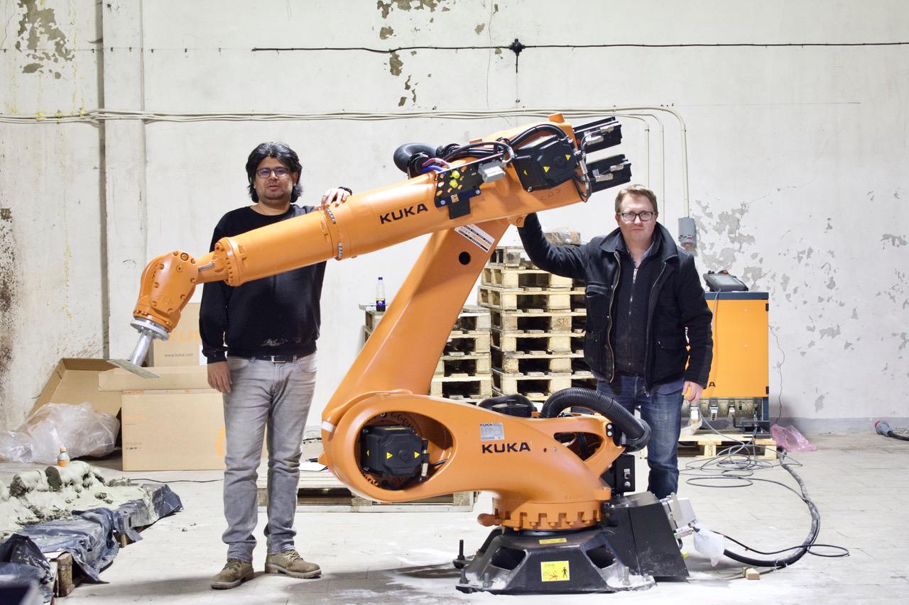 Pakri teadus- ja tööstuspargis tegutseb idufirma Ekotekt, mis projekteerib ja ehitab maju suuremõõtmelise 3D robotprinteri abil. Fotol vasakul Ekotekti asutaja ja arhitekt Abhishek Kumar. Foto: Ekotekt