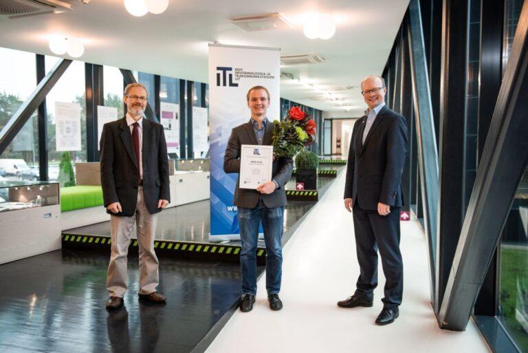 Juhendajad professorid Ivo Fridolin ja Gert Jervan koos stipendiaadiga. Foto: Joanna Jõhvikas
